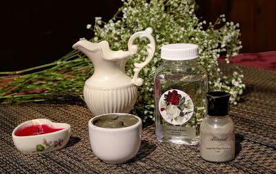 Cara Melenyapkan Bekas Cacar dengan Kayu cendana dan air mawar