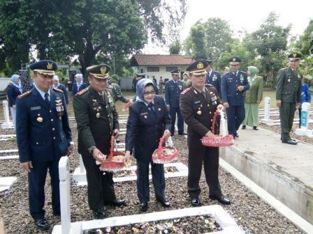Upacara Ziarah dalam Rangka Memperingati HUT TNI KE-71 Tahun 2016