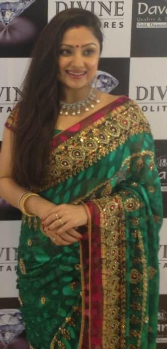 Press Release Watch: Davanam Jewellerrs ties-up with ...  Davanam