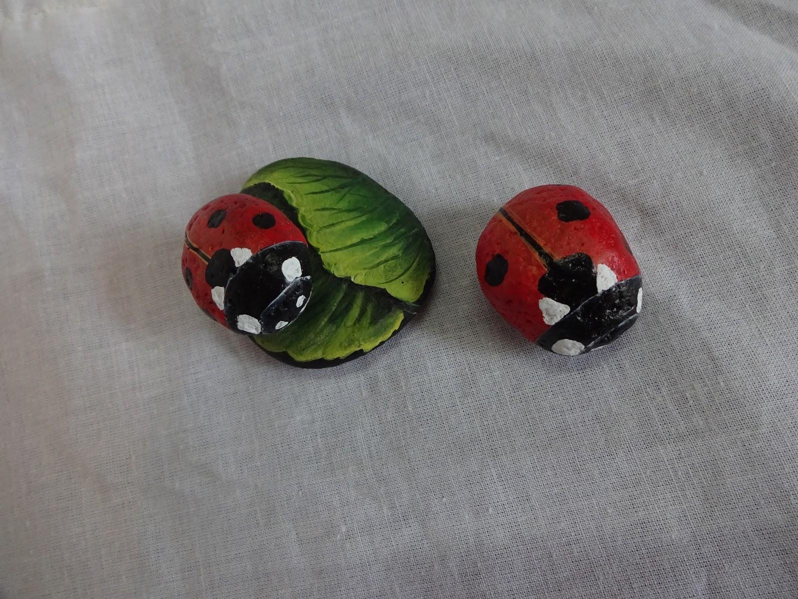 Piedras pintadas a mano como pintar piedras con mariquitas for Como pintar imitacion piedra