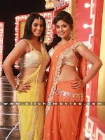 Anjali and Varalaxmi Hot Stills from Vishal Madha Gaja Raja Movie