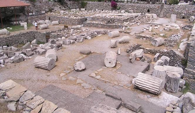 reruntuhan monumen Mausoleum