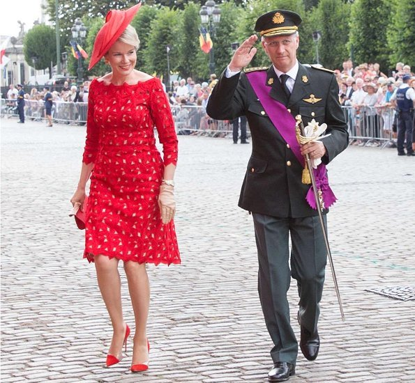 Crown Princess Elisabeth is wearing a embroidered tulle midi dressby Maje. Queen Mathilde wore a red lace dress by Natan