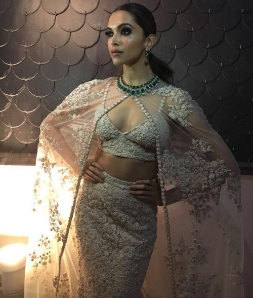 Sabyasachi outfit Tanishq jewellery Anmol Jewellers rings Deepika Padukone 17th IIFA (International Indian Film Awards)