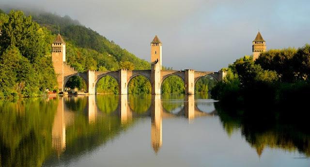 Pont Valentre – Cahors France - 206 Tours
