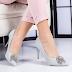 Pantofi cu toc dama argintii eleganti cu brosa cu pietricele ieftini