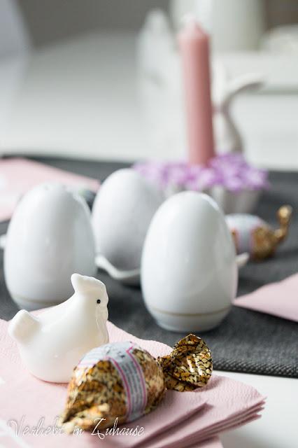Ostertisch Tischdekoration Ostern Porzellanhuhn
