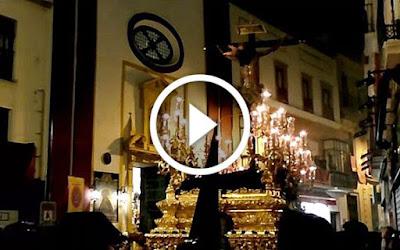 Hermandad del Amor por la calle orfila el domingo de Ramos de la Semana Santa de Sevilla del año 2017 frente a la sede canonica de la hermandad de los panaderos