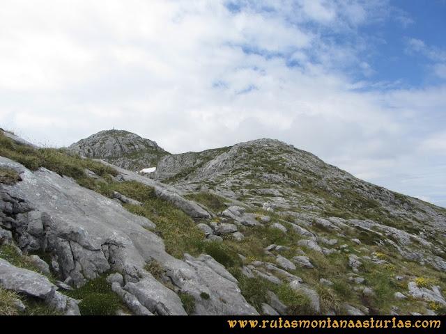 Ruta Tielve Peña Maín: Llegando a la cima