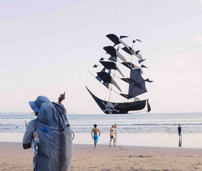 These 25 Highly Confusing Images Made Us Think Twice - Save yourself! The pirates are coming!