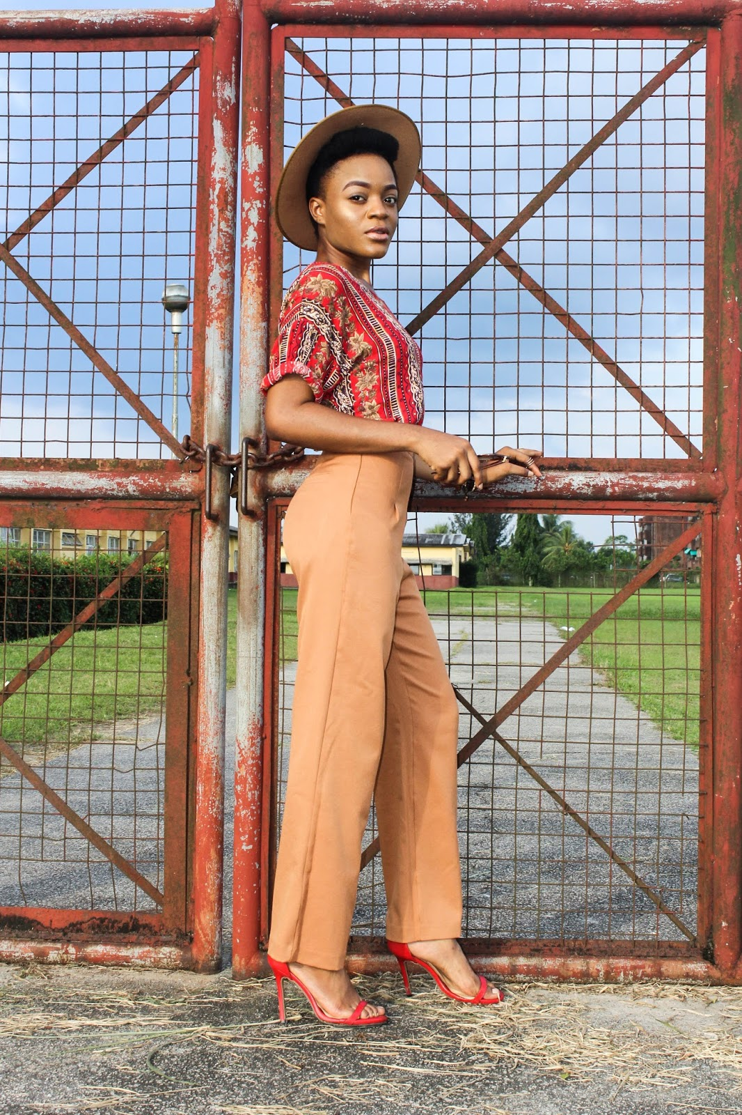 how wide leg pants give illusion of longer legs, styling wide leg pants