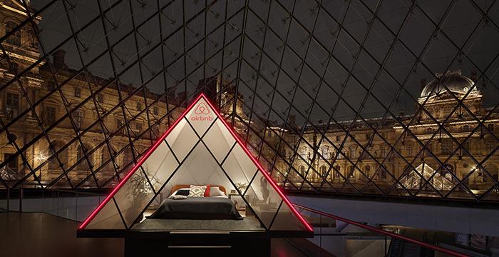 una noche en el museo, una noche con la Mona Lisa, Paris, Pirámide del Louvre,