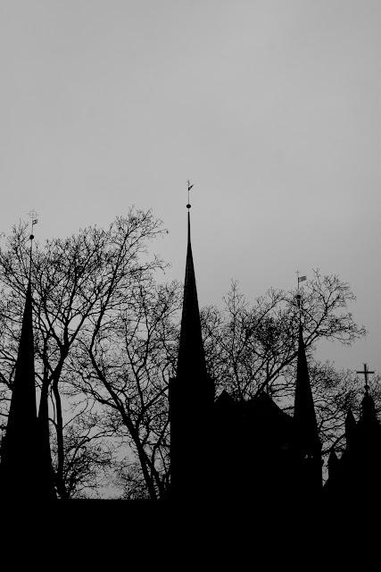 Koncepcyjna fotografia krajobrazu. Bazylika Mariacka w Gdańsku. Piktorialny obraz miasta. fot. Łukasz Cyrus