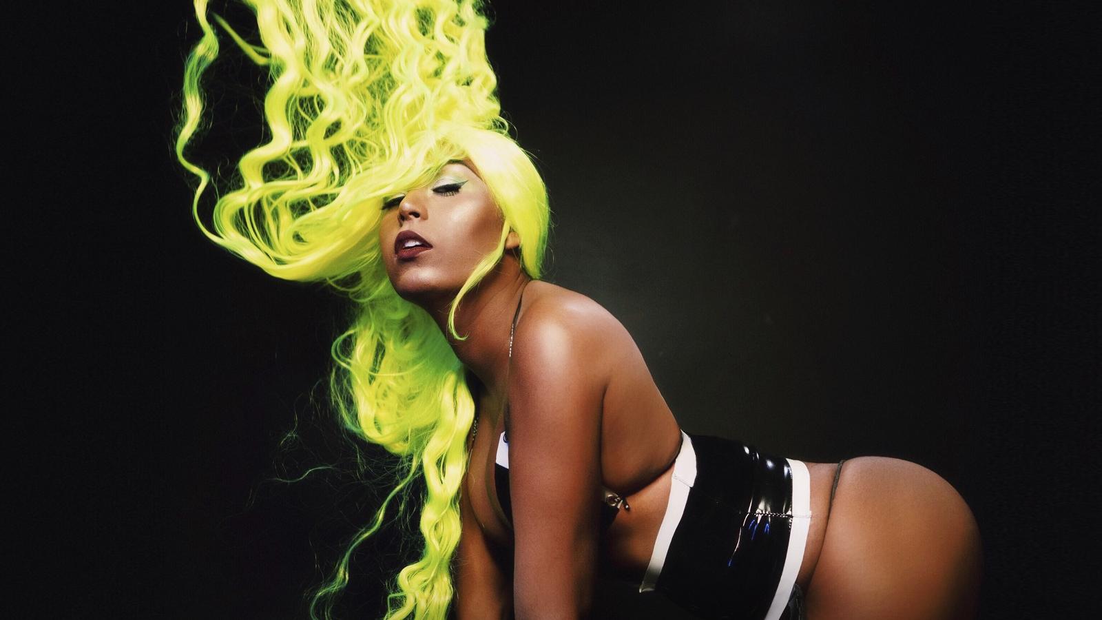 """Do brega ao funk, música é o primeiro lançamento da cantora desde o hit com Kika Boom, """"Loka de Pinga""""."""