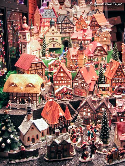 Típicas casas para velas en los Mercados de Navidad de Colonia por El Guisante Verde Project