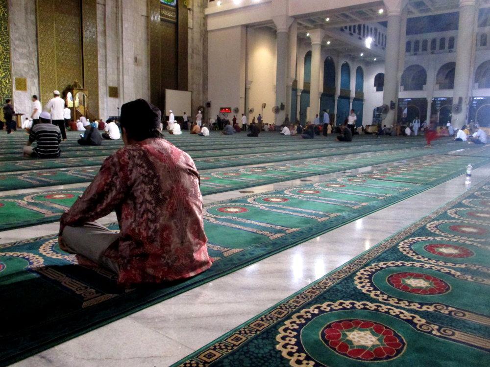 Ngabuburit, Buka, dan Tarawih di Masjid Al-Akbar Surabaya