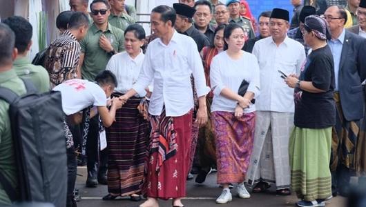 Jokowi Ajak Masyarakat Pakai Sarung Minimal Sebulan Sekali