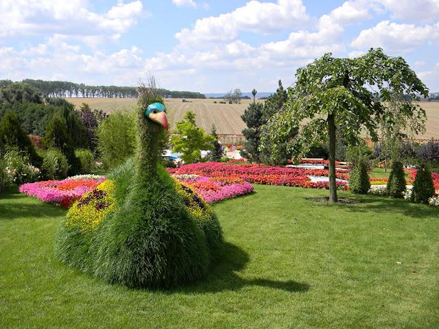 Jakie atrakcje można znaleźć w parku miniatur w Kłodzku?