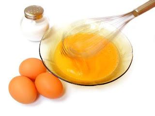 trị mụn trắng da nhờ trứng gà