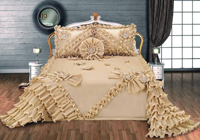 kahverengi fırfırlı mükemmel yatak örtüsü