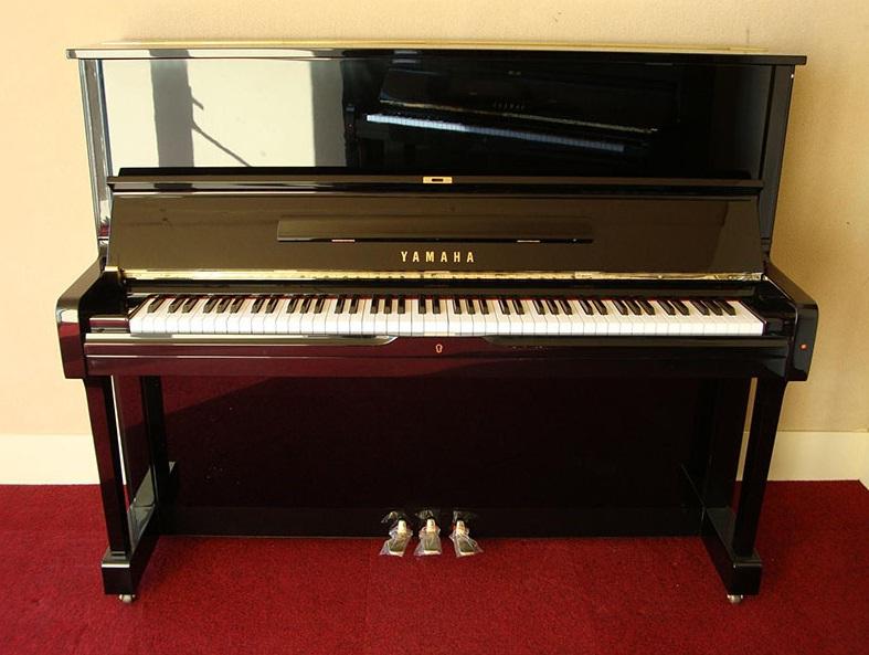 dan piano yamaha ux-1