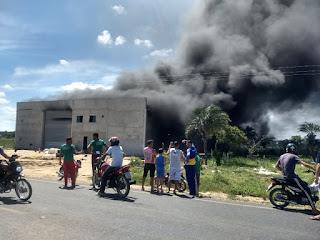 IMG 20181228 WA0213 - Incêndio destrói fábrica de estofados Capim Grosso
