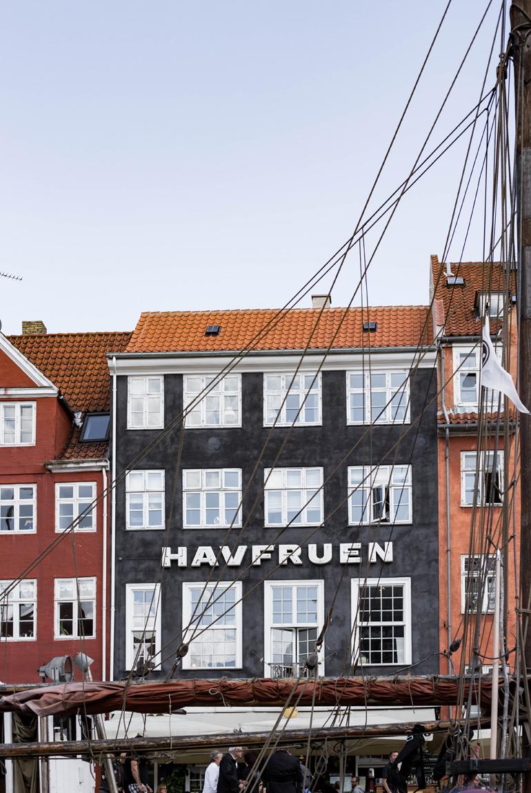 viajar-imprescindibles-copenhague-atardecer-puerto-nyhavn