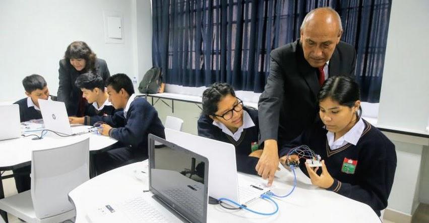 Programa UTK forma a escolares peruanos en tecnología para servir a sus comunidades