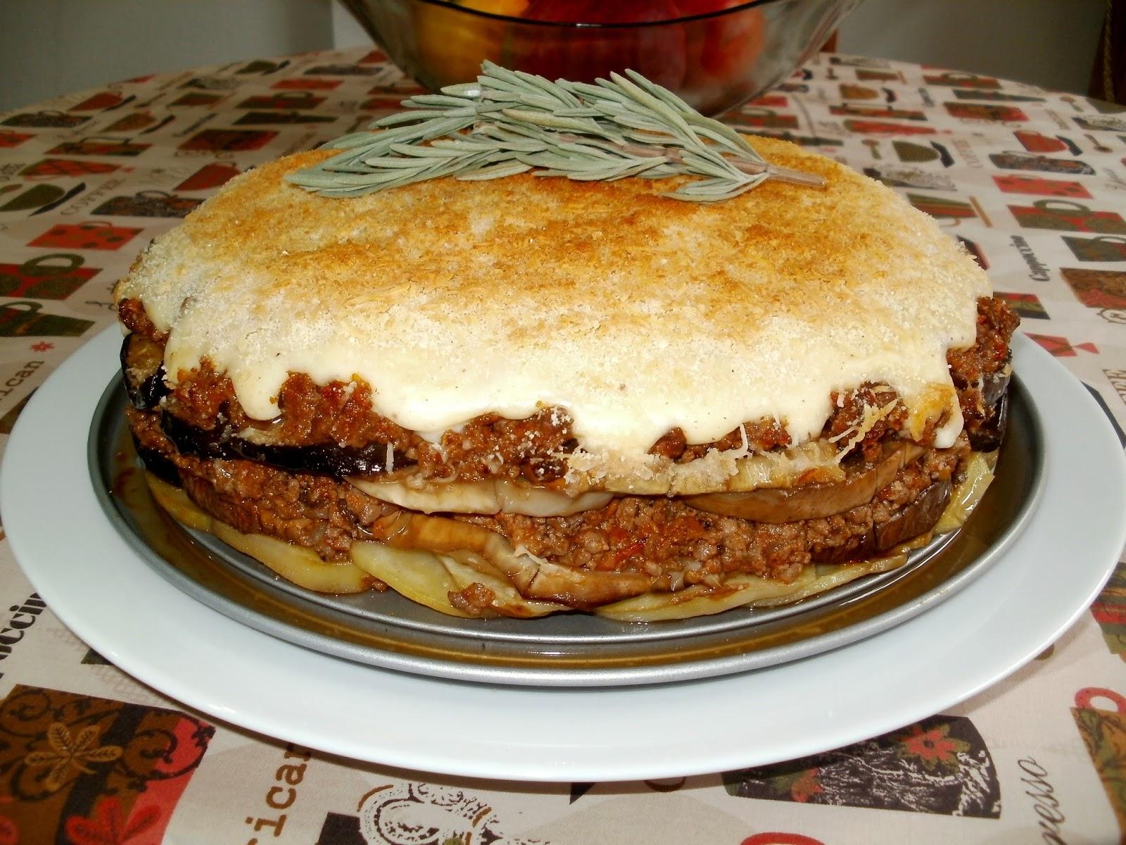 Pastel de berenjenas con patatas y carne