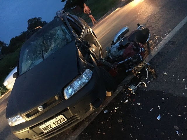 Grave acidente entre Honda CB 300 e Palio deixa vítima fatal na BR 364 em Presidente Médici