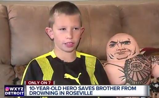 Niño héroe resucita a su hermanito por película de La Roca
