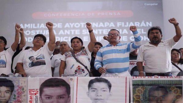 Exigen a Peña Nieto acatar fallo sobre caso Ayotzinapa en México