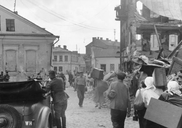 Refugees in Minsk, 5 July 1941 worldwartwo.filminspector.com
