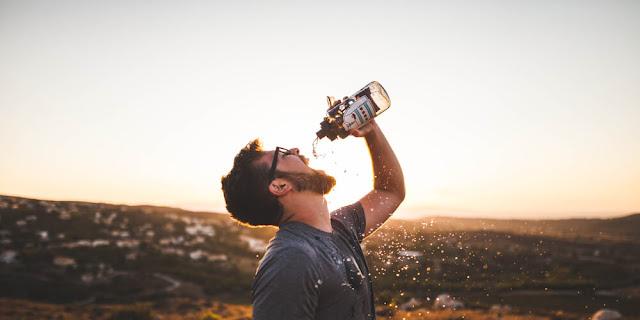 هذا ما يحدث عندما تشرب الماء فقط لمدة 30 يوما