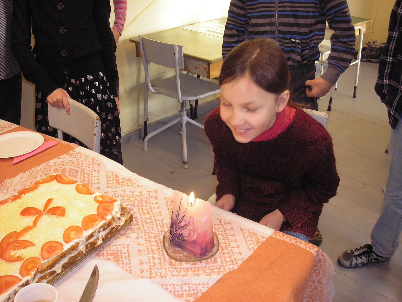 fa7958f7586 Kuigi pea pooled lastest olid puudu, otsustasime siis klassiõhtu asemel  hoopis klassihommikut pidada. Kõigepealt pidasime meeles sünnipäevalast  Ellot laulu ...