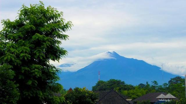 Three G Homestay - Mengintip Megahnya Gunung Merapi dari Roof Top Penginapan di Jogja Ini