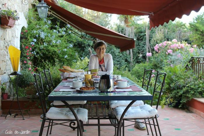 Desayunando al fresco de la mañana