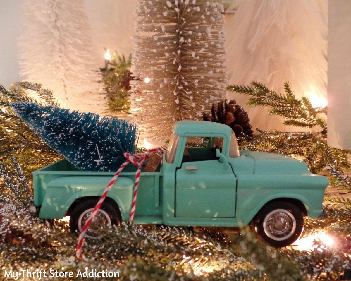 calm and cozy Christmas bedrooom