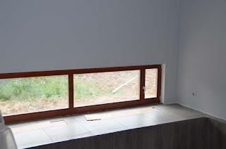 Деревянные окна в бассейне