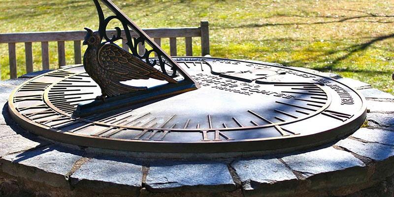 Солнечные часы – первые часы придуманные человеком