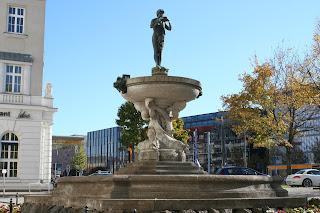 Der Villersbrunnen vor dem Ring Messehaus