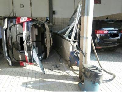 bahaya cuci mobil pake hidrolik