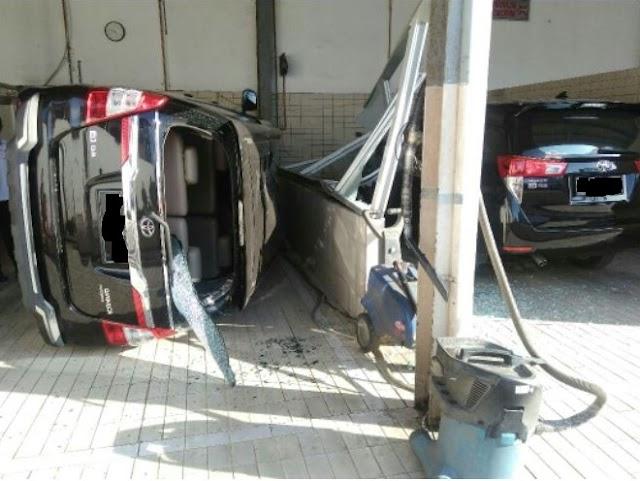 Waspada Cuci Mobil Hidrolik Rawan Jatuh