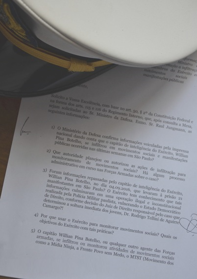 'Agente SECRETO' do Exército infiltrado entre BADERNEIROS rende 'pano pra manga'