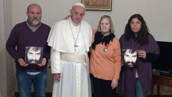 Papa Francisco se reúne con familia de Santiago Maldonado
