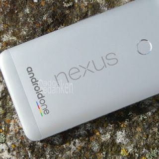 Smartphone mit Nexus und Android One Schriftzug