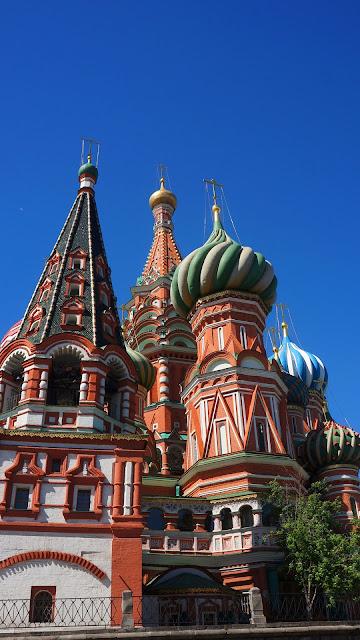 На фото - вид на Храм Василия Блаженного в Москве