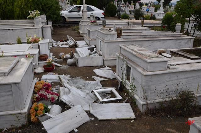 Ανεμοστρόβιλος σάρωσε νεκροταφείο στην Τρίπολη (βίντεο)