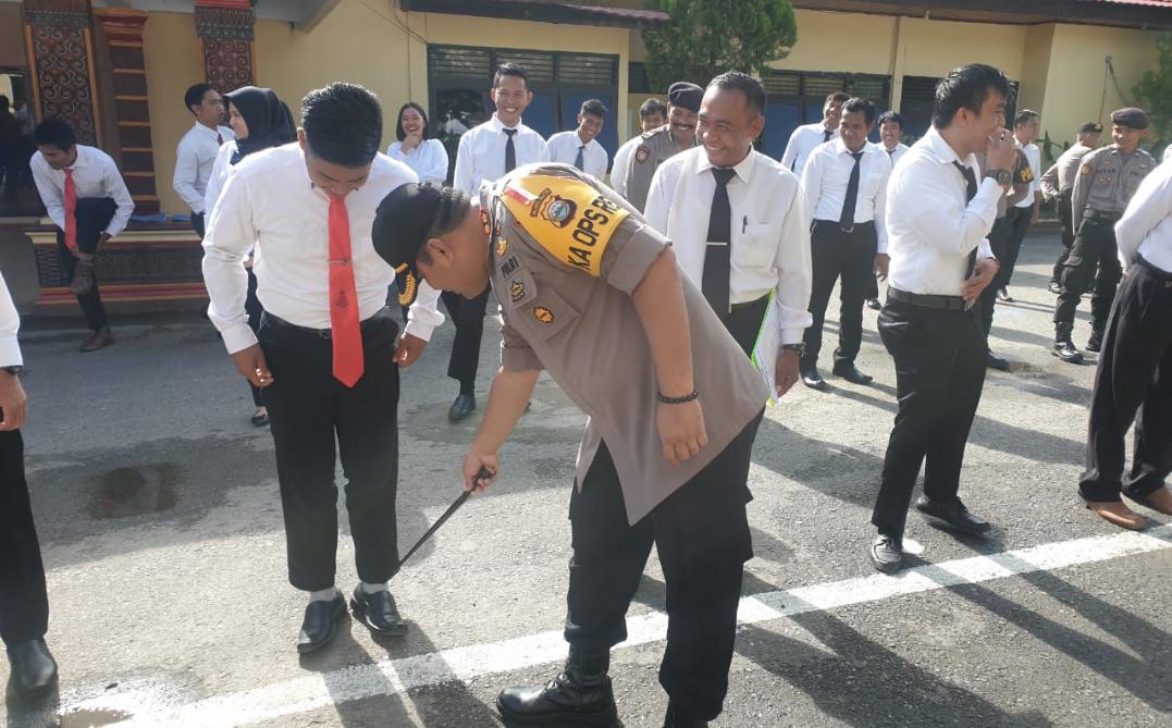 Salah Pakai Kaos Kaki, Personil Polres Tana Toraja Ini Kena Razia