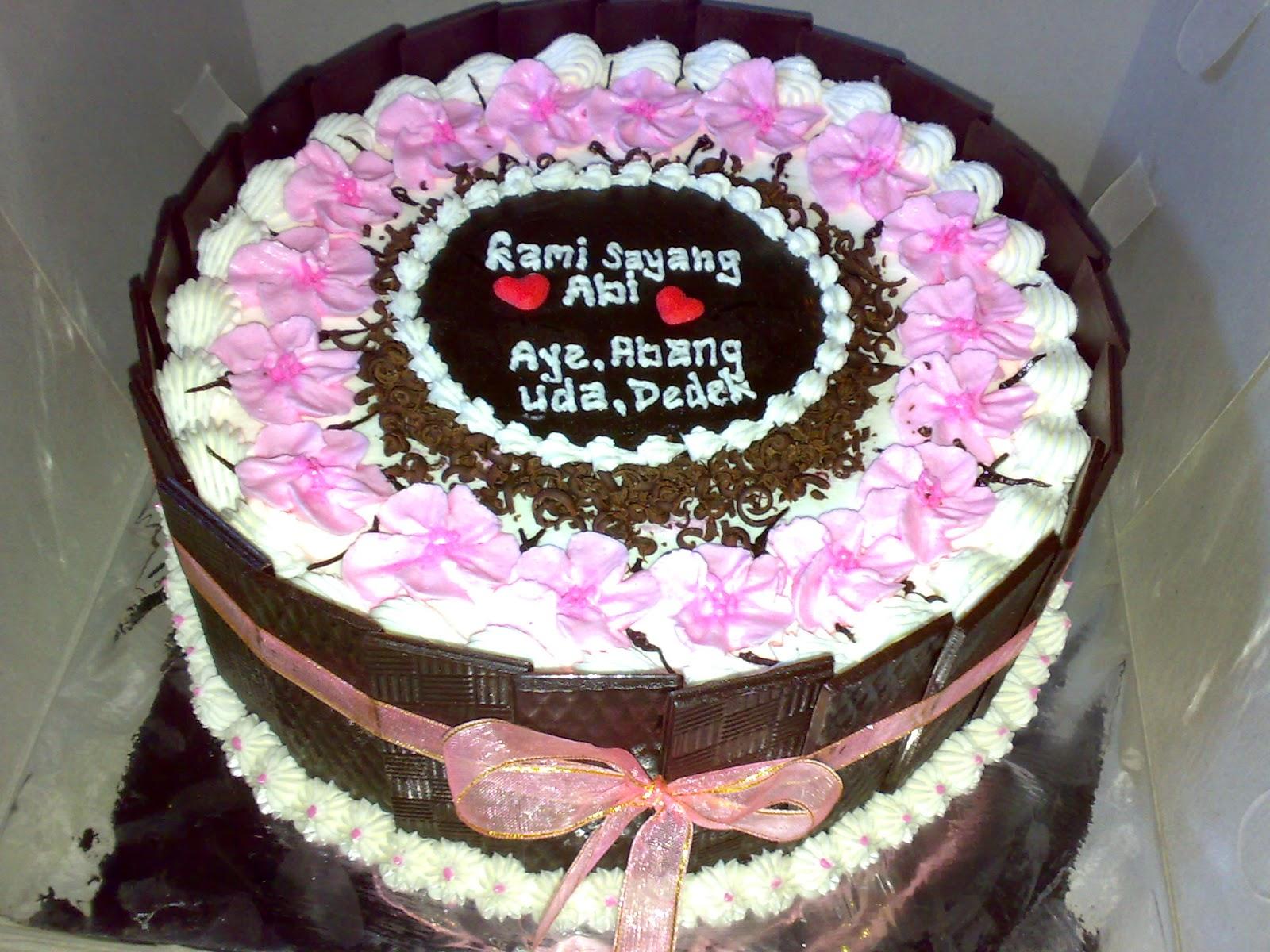 cake ulang tahun tema bunga sakura